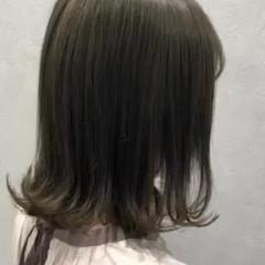 ミディアム ミルクティーベージュ 外ハネ フェミニン ヘアスタイルや髪型の写真・画像