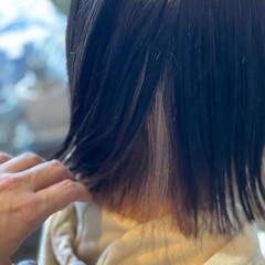 ブリーチカラー 切りっぱなしボブ インナーカラー ナチュラル ヘアスタイルや髪型の写真・画像