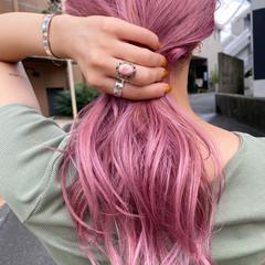 ピンクアッシュ ストリート ホワイトブリーチ セミロング ヘアスタイルや髪型の写真・画像