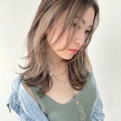 ハイライト グレージュ バレイヤージュ ミルクティーベージュ ヘアスタイルや髪型の写真・画像