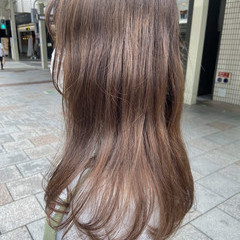 ミルクティーベージュ セミロング ナチュラル アッシュグレージュ ヘアスタイルや髪型の写真・画像