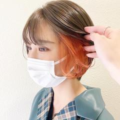 イヤリングカラー インナーカラー ショート ガーリー ヘアスタイルや髪型の写真・画像