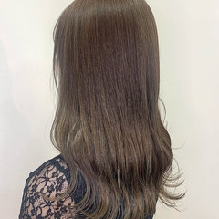 ミルクティーベージュ ブリーチなし ロング ナチュラル ヘアスタイルや髪型の写真・画像