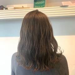 ナチュラル セミロング 透明感カラー ミルクティーベージュ ヘアスタイルや髪型の写真・画像