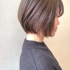 ミルクティーグレージュ ショート ショートヘア ナチュラル ヘアスタイルや髪型の写真・画像