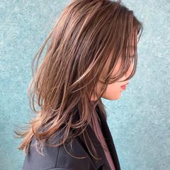 インナーカラー レイヤーカット ウルフカット ミディアム ヘアスタイルや髪型の写真・画像