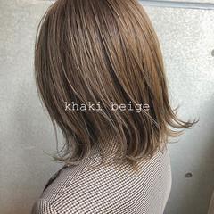 外ハネ 透明感カラー カーキアッシュ アッシュベージュ ヘアスタイルや髪型の写真・画像