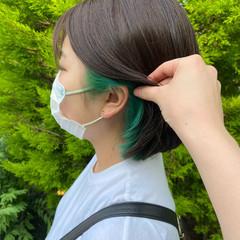エメラルドグリーンカラー インナーカラー ナチュラル グリーン ヘアスタイルや髪型の写真・画像