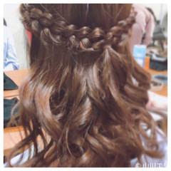 巻き髪 セミロング ハーフアップ 編み込み ヘアスタイルや髪型の写真・画像