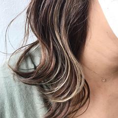 グレージュ 透明感カラー バレイヤージュ ミディアム ヘアスタイルや髪型の写真・画像