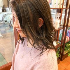 ナチュラル セミロング 大人ハイライト ハイライト ヘアスタイルや髪型の写真・画像