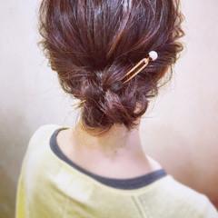 シニヨン 簡単ヘアアレンジ エレガント オフィス ヘアスタイルや髪型の写真・画像