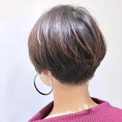ハイライト ショート ストリート グレージュ ヘアスタイルや髪型の写真・画像