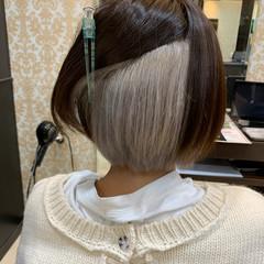 ショートヘア ガーリー ホワイトカラー インナーカラー ヘアスタイルや髪型の写真・画像