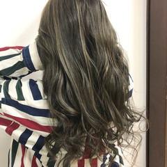 ストリート ロング インナーカラー ハイライト ヘアスタイルや髪型の写真・画像