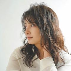 ウェーブ セミロング 小顔ヘア パーマ ヘアスタイルや髪型の写真・画像