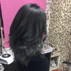 モード セミロング グレージュ ラベンダーグレージュ ヘアスタイルや髪型の写真・画像