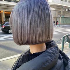 まとまるボブ ブリーチカラー アッシュグレージュ モード ヘアスタイルや髪型の写真・画像