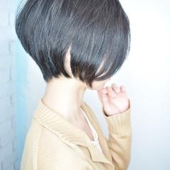 小顔ヘア 前下がりショート ナチュラル ショート ヘアスタイルや髪型の写真・画像