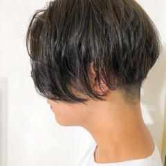 ショート センターパート マットグレージュ モード ヘアスタイルや髪型の写真・画像