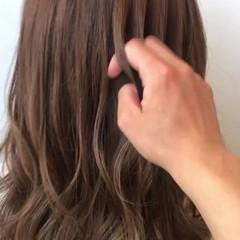 ブリーチなし 巻き髪 コテ巻き ナチュラル ヘアスタイルや髪型の写真・画像