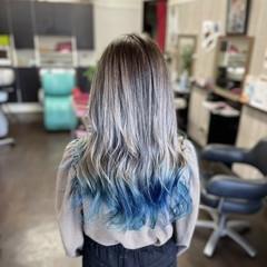 セミロング グラデーションカラー インナーブルー グラデーション ヘアスタイルや髪型の写真・画像