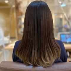 バレイヤージュ 3Dハイライト ゆるふわパーマ ヘルシースタイル ヘアスタイルや髪型の写真・画像