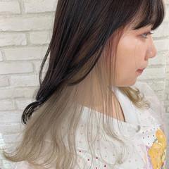 インナーカラー 前髪インナーカラー インナーカラーホワイト ロング ヘアスタイルや髪型の写真・画像