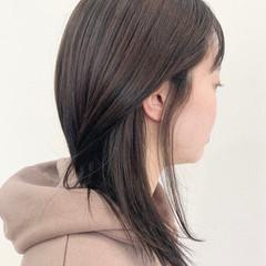 セミロング グレー 髪質改善トリートメント ナチュラル ヘアスタイルや髪型の写真・画像