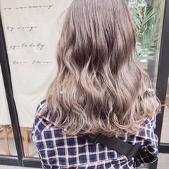 ミルクティーベージュ ナチュラル 透明感カラー アッシュグレージュ ヘアスタイルや髪型の写真・画像