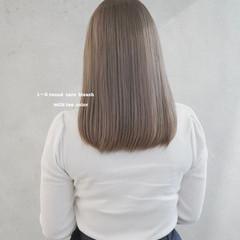 ミルクティーアッシュ ダブルカラー ミルクティーグレージュ ナチュラル ヘアスタイルや髪型の写真・画像