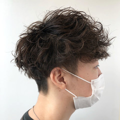 くせ毛風 メンズパーマ 無造作パーマ スパイラルパーマ ヘアスタイルや髪型の写真・画像