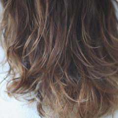 無造作パーマ セミロング 外人風パーマ パーマ ヘアスタイルや髪型の写真・画像