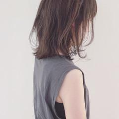 グレージュ 外国人風カラー オフィス ストレート ヘアスタイルや髪型の写真・画像