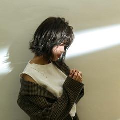 透明感カラー アンニュイほつれヘア 切りっぱなしボブ シアーベージュ ヘアスタイルや髪型の写真・画像