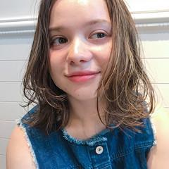 ミディアム フェミニン ハイライト エフォートレス ヘアスタイルや髪型の写真・画像