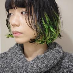 モード インナーカラー 切りっぱなしボブ ネオンカラー ヘアスタイルや髪型の写真・画像