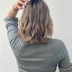 ミディアム ハイトーンカラー ナチュラル ショートヘア ヘアスタイルや髪型の写真・画像