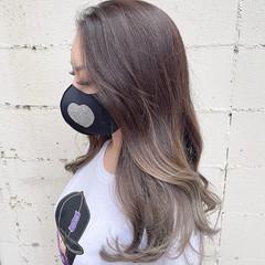 小顔ヘア グレージュ ナチュラル ロング ヘアスタイルや髪型の写真・画像