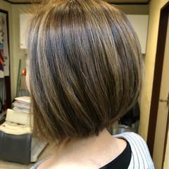 ブリーチオンカラー アダルトボブ ボブ バレイヤージュ ヘアスタイルや髪型の写真・画像