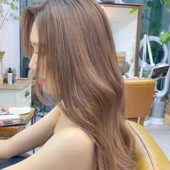 ミルクティーベージュ ロング アッシュベージュ ストリート ヘアスタイルや髪型の写真・画像