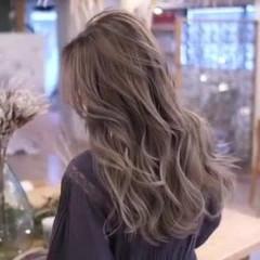 ロング ナチュラル コントラストハイライト バレイヤージュ ヘアスタイルや髪型の写真・画像