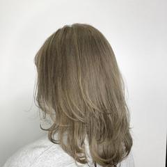 オフィス ナチュラル グレージュ ミディアム ヘアスタイルや髪型の写真・画像