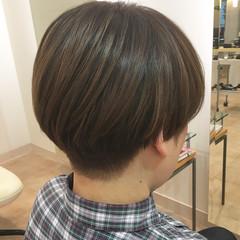 刈り上げ ツーブロック ベージュ マッシュ ヘアスタイルや髪型の写真・画像