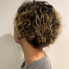 無造作パーマ メンズヘア ハイトーン メンズカット ヘアスタイルや髪型の写真・画像