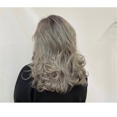 ハイトーン 派手髪 モード セミロング ヘアスタイルや髪型の写真・画像