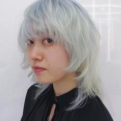 シルバー ミディアム ブリーチカラー ホワイト ヘアスタイルや髪型の写真・画像