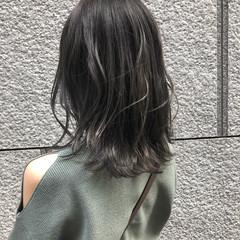 グレージュ ハイライト シルバーアッシュ ミディアム ヘアスタイルや髪型の写真・画像