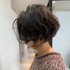 ベリーショート ショートパーマ 切りっぱなしボブ ショート ヘアスタイルや髪型の写真・画像