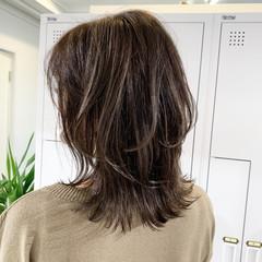 極細ハイライト ミディアム ハイライト ベージュ ヘアスタイルや髪型の写真・画像